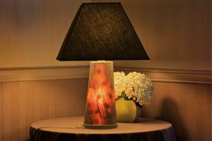 comment faire une lampe en carton dentelle. Black Bedroom Furniture Sets. Home Design Ideas